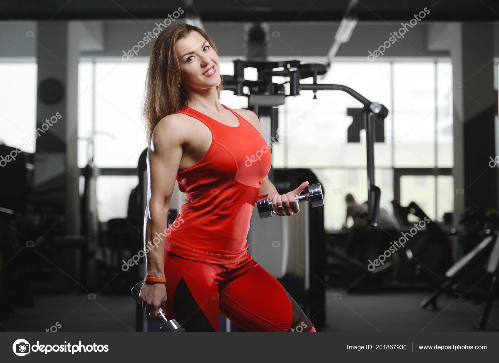 Сексуальные фитнес упражнения с девушкой