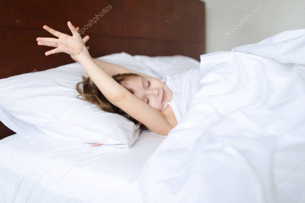 На кровати спит знакомая