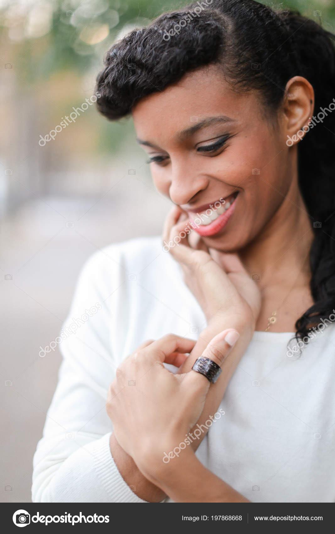 femmes noires avec une queue