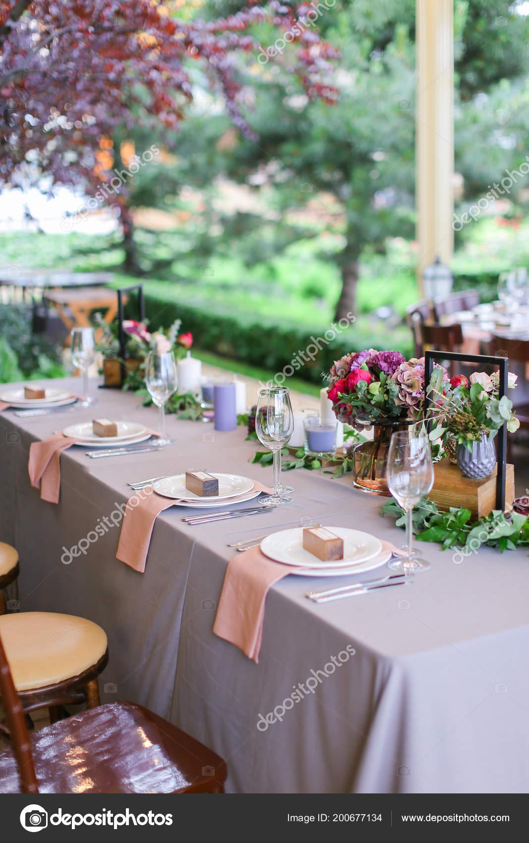Mesas Decoradas Y Servidos Para El Banquete En El Café Al