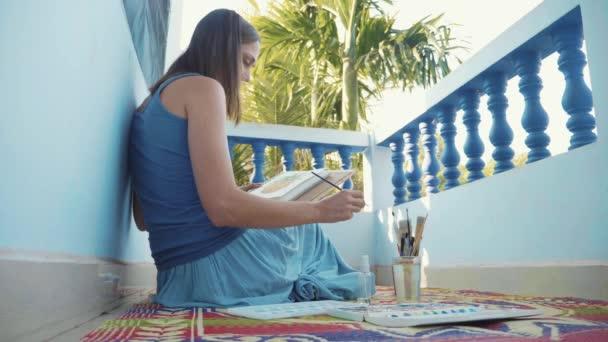 Mladá zpěvačka malba ananas: akvarely