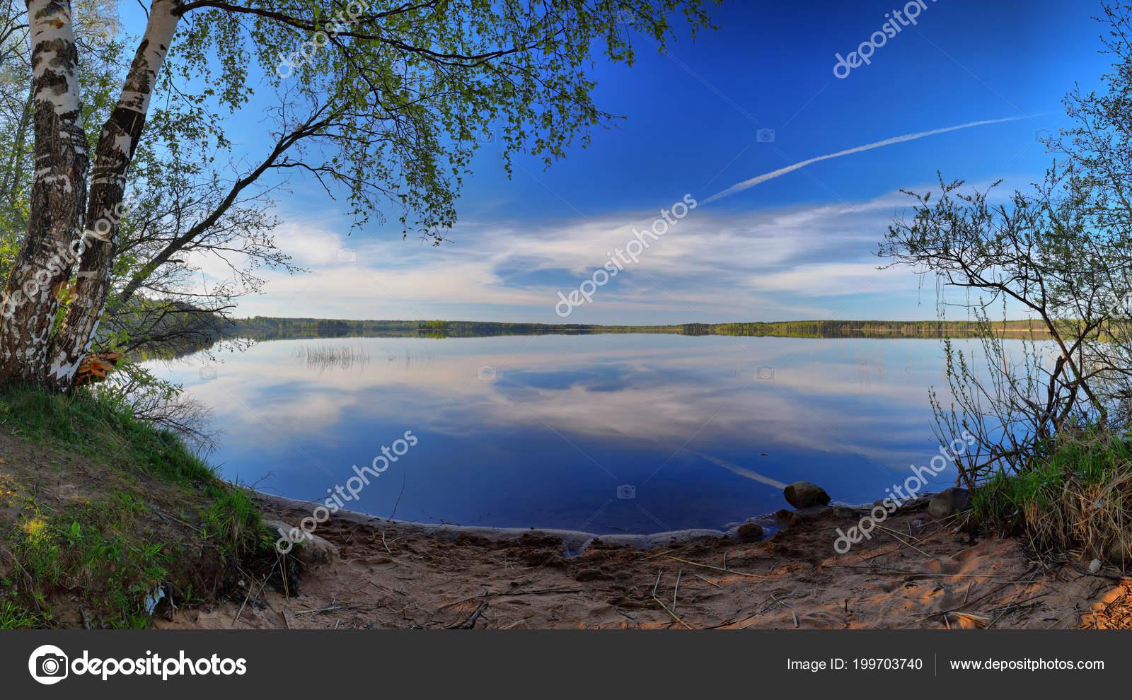 Spiegels Groot Formaat : Groot formaat panorama van het meer van een spiegel met