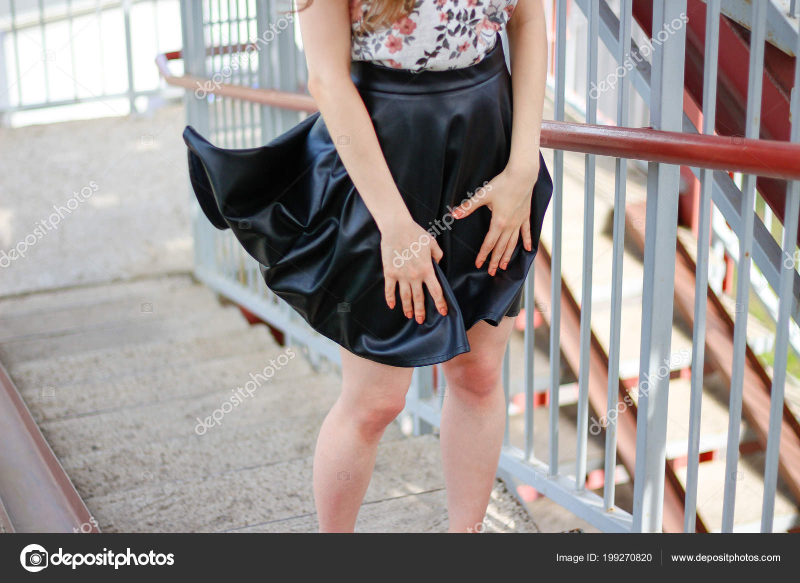 Трах фото красивые ножки на улице юбки на ветру зарринг