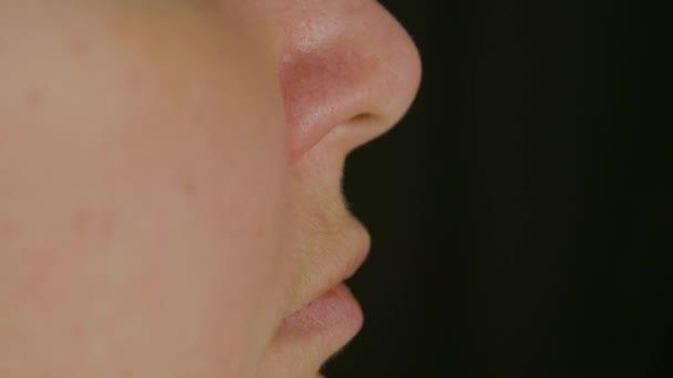 Női orr arcát, és száját a hossz-szelvény nézetben. Bőr ellátás és anti aging kezelés