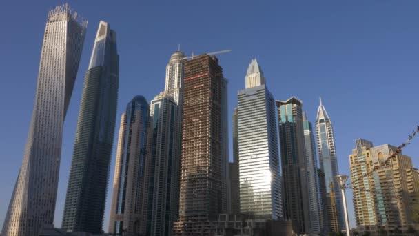 Město mrakodrapů a bytovými jednotkami v moderní architektura Dubaje