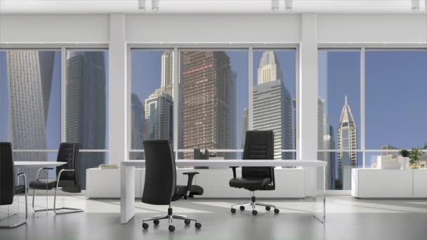 Prázdná moderní kancelář s stoly a židlemi, centrum s mrakodrapy vně okna. Základní deska, pozadí s klíčem Chroma