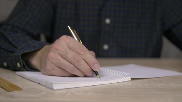 Hím odaad írás-ban jegyzetfüzet. Férfi golyóstoll, hogy a belépési napló közelről