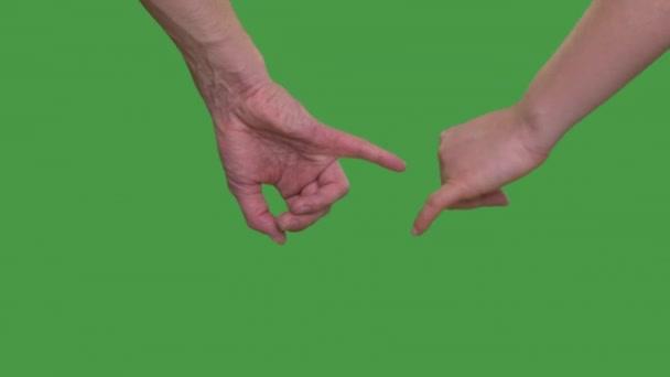 Gesto rukou osoby nad zelenou studio pozadí