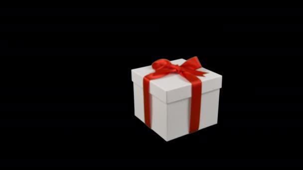Bílá Dárková krabice s červenou zlatou stuhou luk dolly v trati v přiblížit na průhledné pozadí. Alfa kanál chrome tlačítko průhledné pozadí. Máte prázdné místo textu. Měkké zaostření. Cu rohu zobrazení.