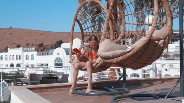 Funny Relax Hangstoel Wit.Cheerful Girl Relaxing In Hanging Chair With Mobile Phone In