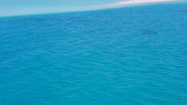 Letecký drone příroda mořského pobřeží pláž dobrodružství jasným mořem s bílým pískem pozadí