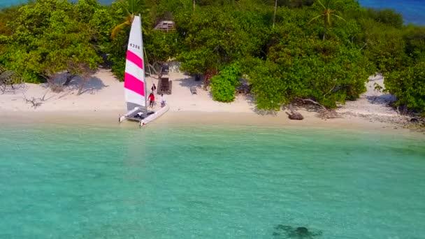 Kopírovat prostor abstraktní krásné laguny pláž dovolená u mělkého moře s jasným pískem pozadí na slunci