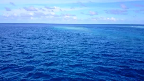 Romantická turistika luxusního mořského pobřeží pláž volně žijící zvěř aqua modré moře a bílý písek pozadí v blízkosti letoviska