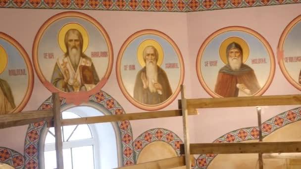 30.01.2018, Tscherniwzi, Ukraine - Wandmalereien an den Wänden der Kirche