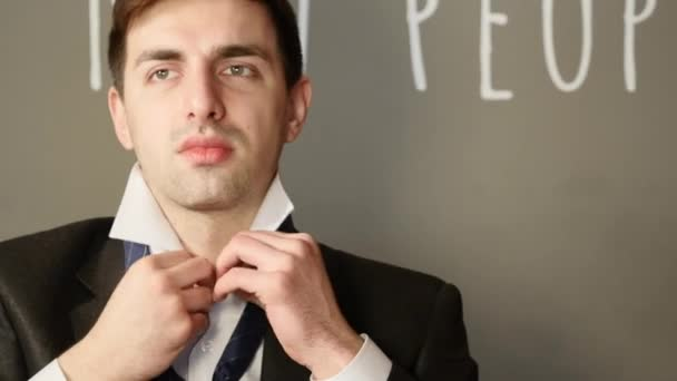 regolazione cravatta blu uomo