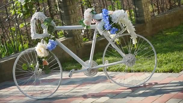 white bicycle decoration flower baskets