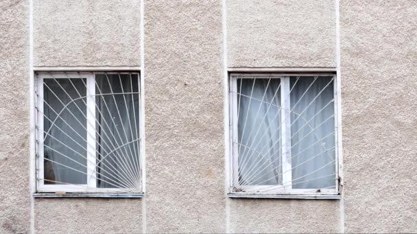 Régi téglafal téglával töltött ablakkal