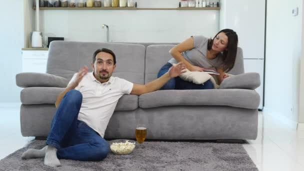 A férjem tévénézés érzelmileg