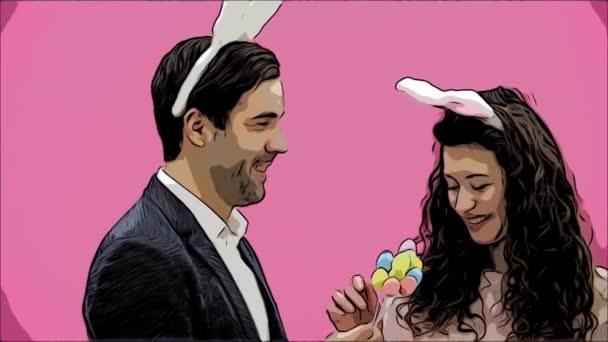 junges sexy Paar auf rosa Hintergrund. mit abgedroschenen Ohren auf dem Kopf. Dabei stellen Kaninchensprünge die Bewegungen nach und schauen, nach einer Weile aus dem Rahmen zu gehen. Sanft geküsst. Spannend.