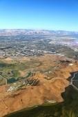 Fotografie San Francisco Bay Area: Luftaufnahme des Feuchtgebiet Sumpfgebiete in der south Bay Area mit bunten Salinen in der Ferne