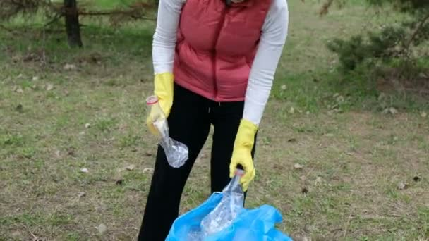 Woman volunteer cleaning up the trash in the park  Picking up plastic  garbage outdoors  Ecology and environment concept