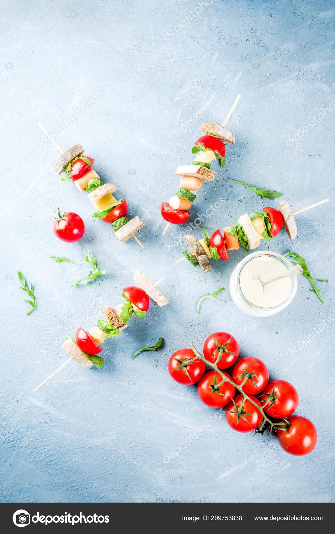 Idee De Brochette.Idée Collation Saine été Kebab Sandwich Salade Sur Des