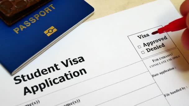 Pen, die Abstimmung im Kontrollkästchen leer Student Visa-Antragsformular