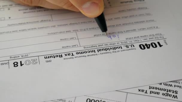 Člověk je psaní přispívá informací v nás individuální daňové přiznání formulář 1040