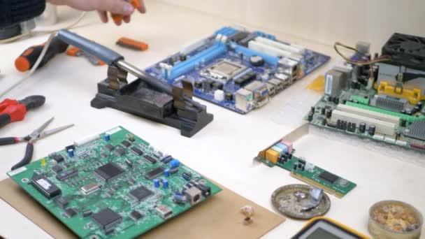 Pracoviště s elektronickými součástmi elektroniky Workshop
