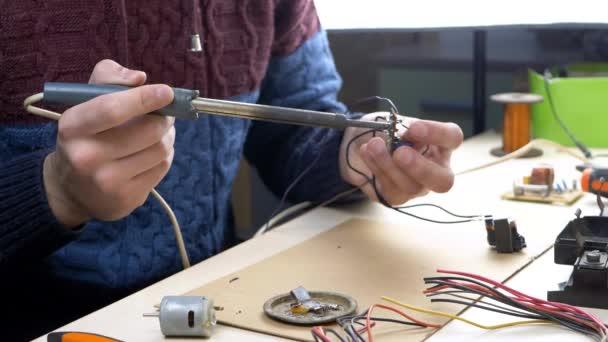 Elektronikus eszközök, ón, Forrasztó alkatrészek javítása