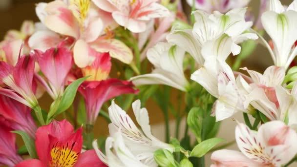 Virágok Bouquet a liliomok