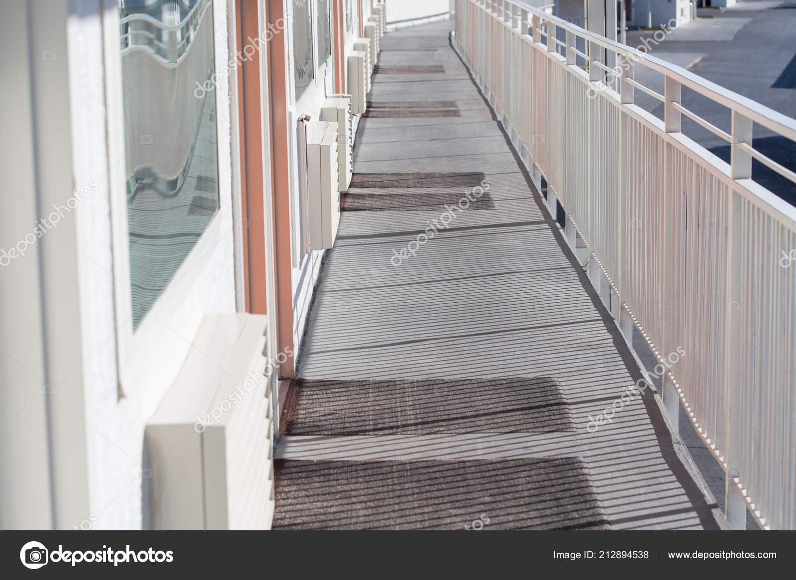 Perspektive Der Modernen Glas Und Stahl Balkon Terrasse ...