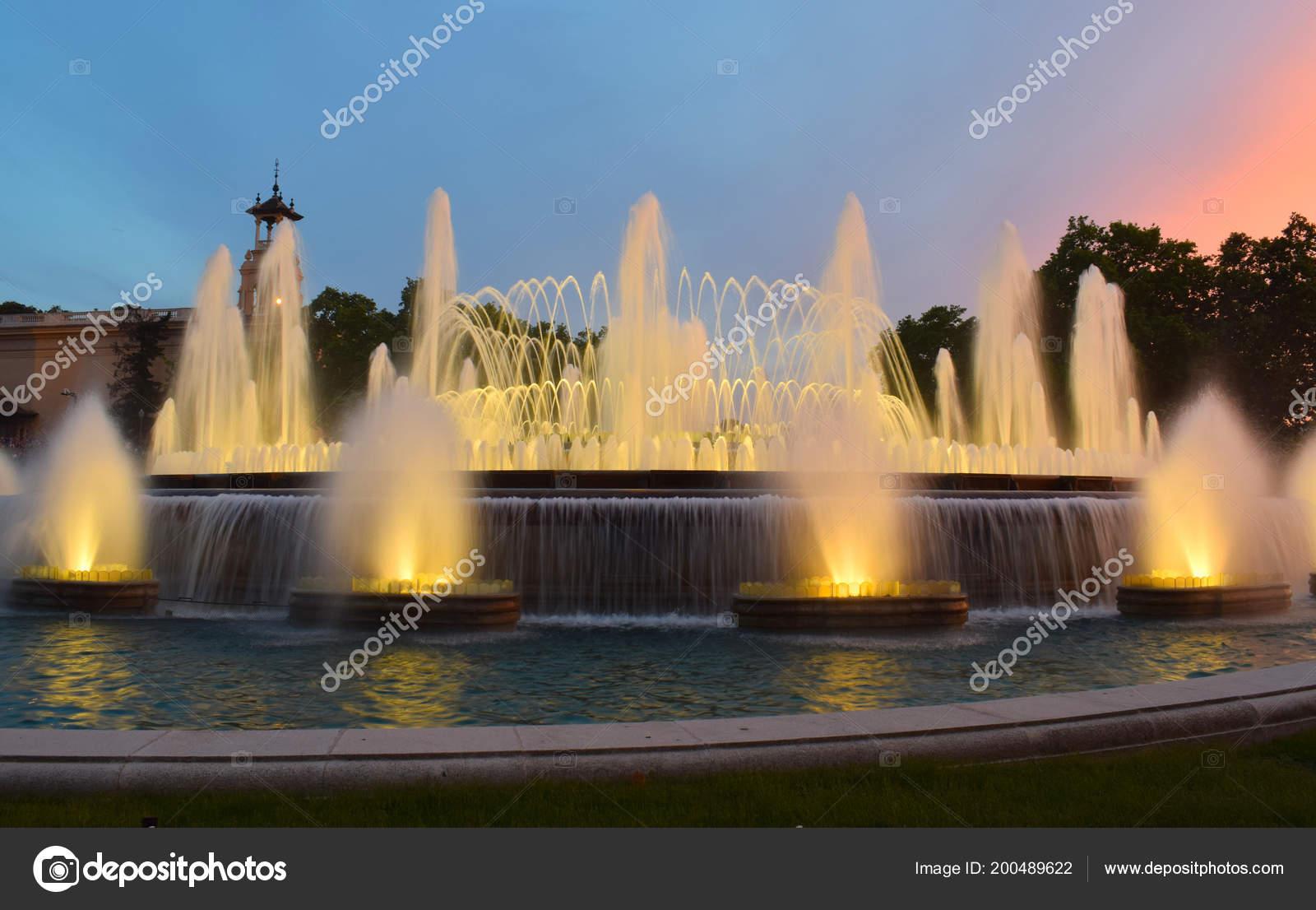 Brunnen Barcelona.Magischen Brunnen Von Montjuic Barcelona Stockfoto