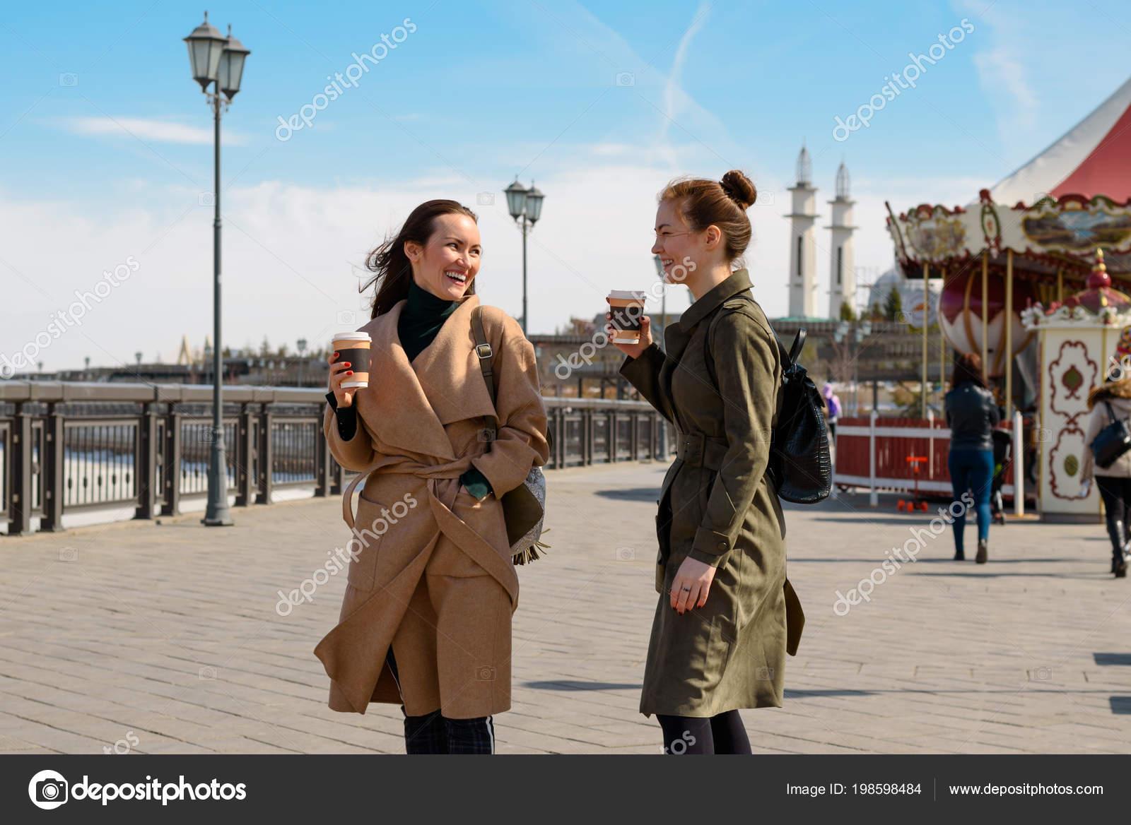 Two Brunette Girls Coat Coffee City Kazan — Stock Photo