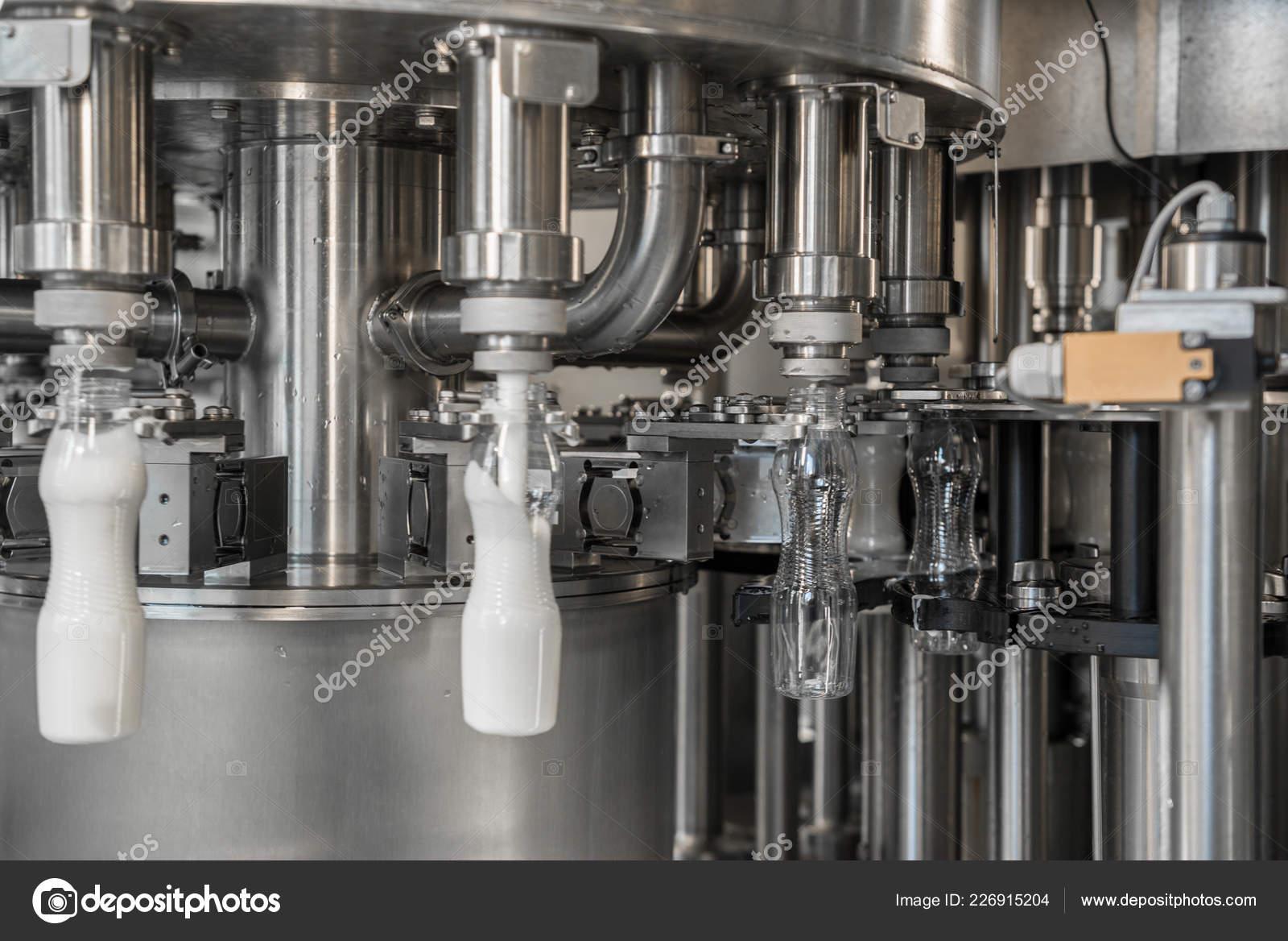 Süt Fabrikası Nda Plastik şişeler Için Onun Yerine Süt Tesisi Stok