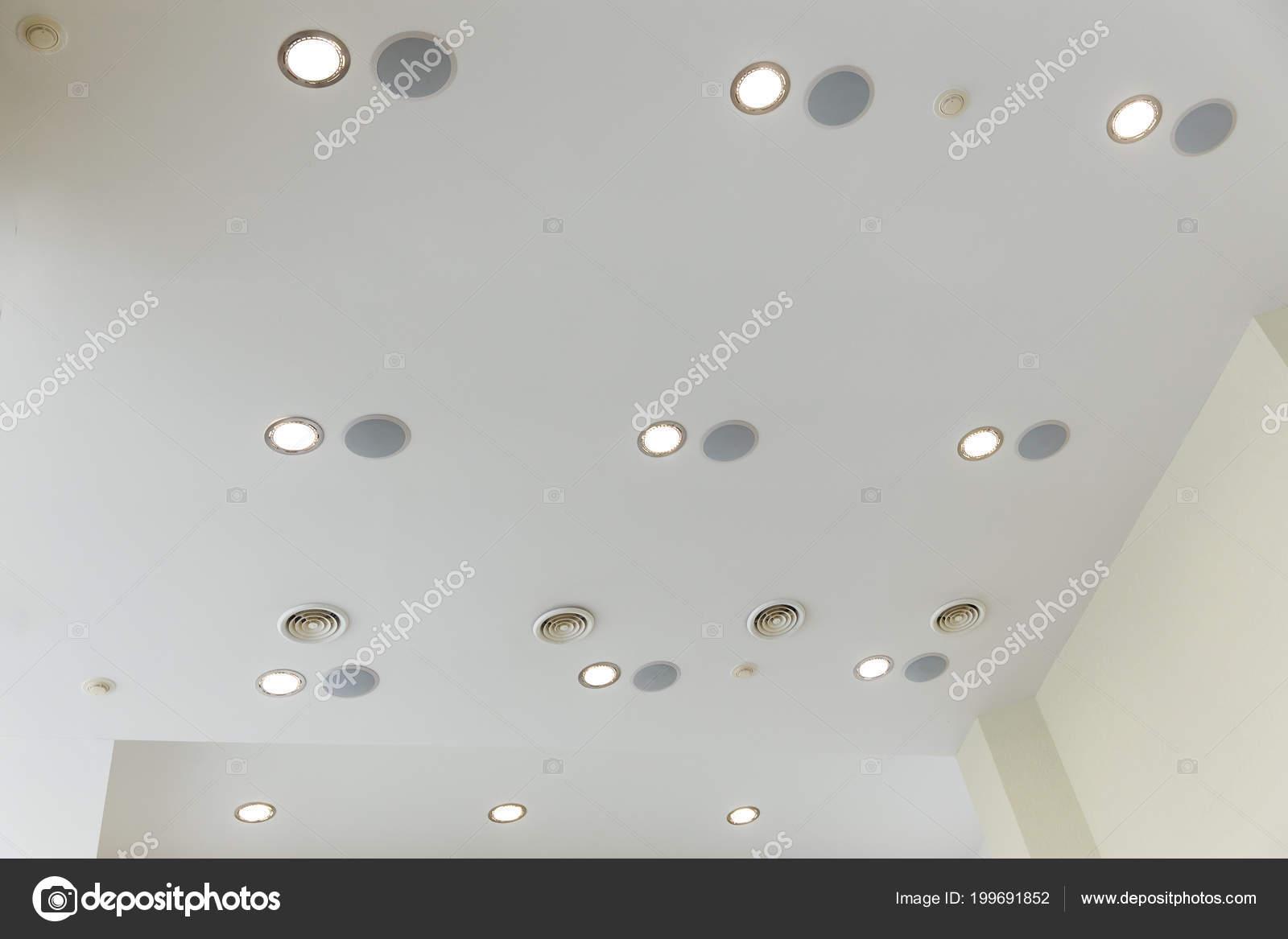 Sospeso soffitto cartongesso con luci incorporate nella