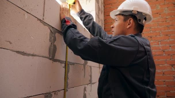 Mérés hosszának épület ablak ember