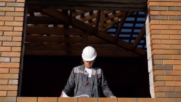 A jelentéskészítő ablak ház építés alatt álló