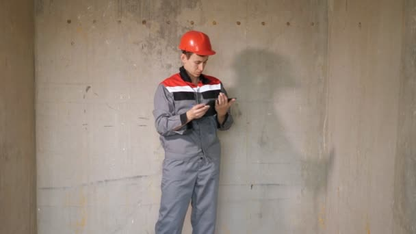Builder in hardhat writing on clipboard