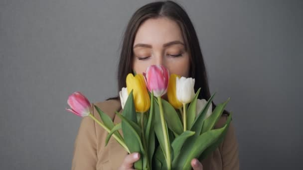 Young girl enjoy a bouquet of tulips.