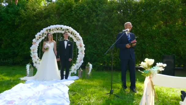 Pastor Preaching to People. Sermon at Wedding Ceremony on Nature. 2x Slow motion - 0,5 Speed 60 FPS
