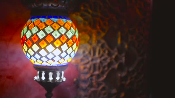 Krásná Lucerna visí v asijské interiéru
