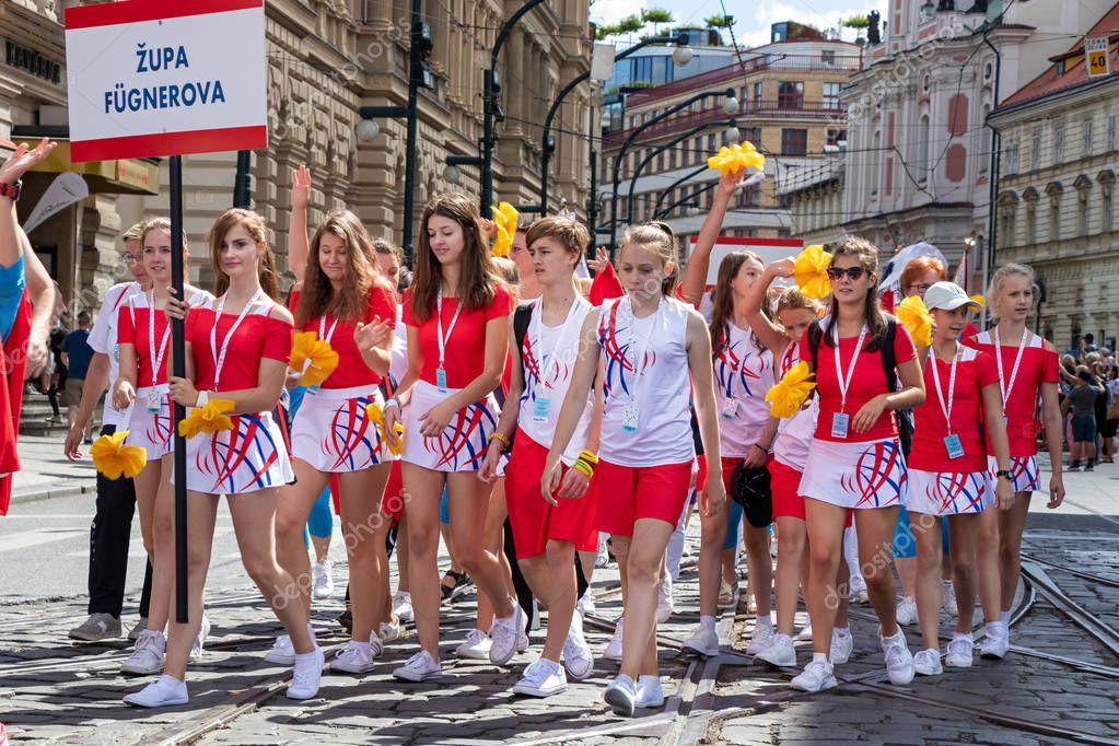 teens-parade-flattest-girls-pics