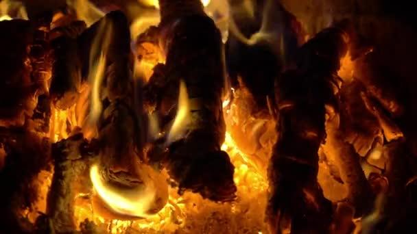 Láng tűz égett tuskók lassú mo