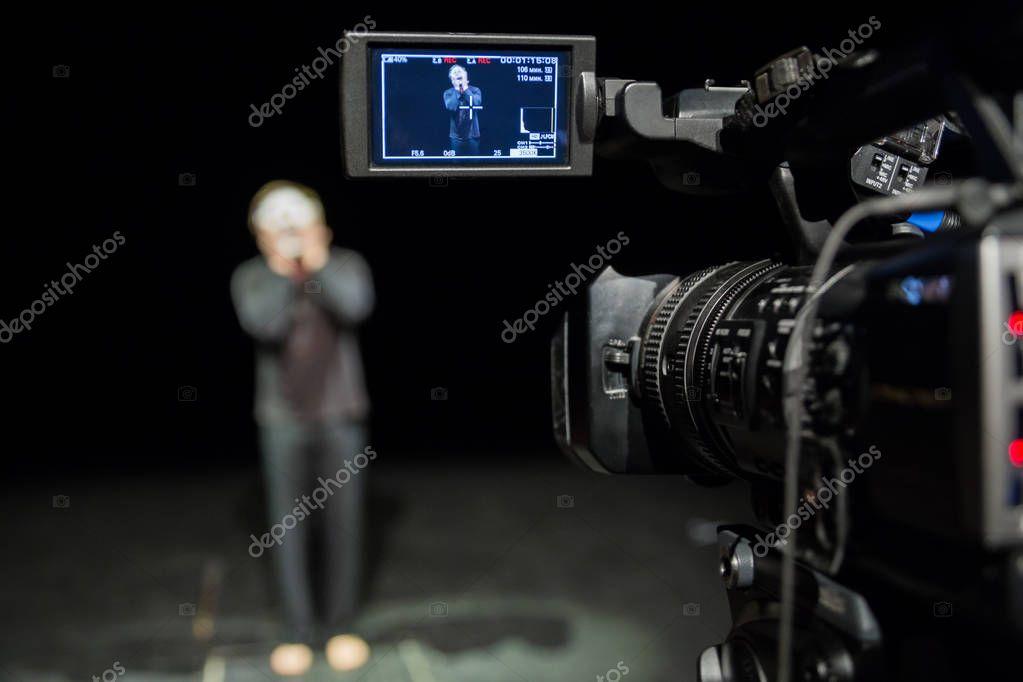 члены перед видеокамерой - 4