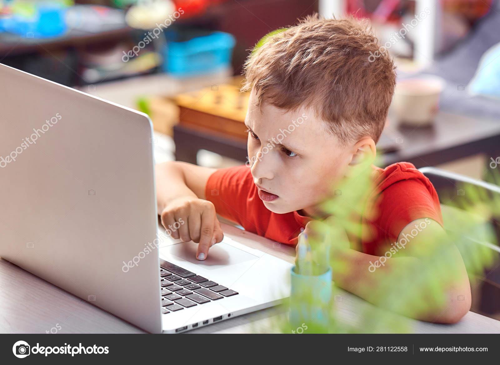Az interneten keresek