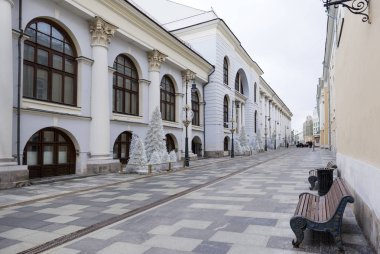 Moscow street in winter, old buildings, benches