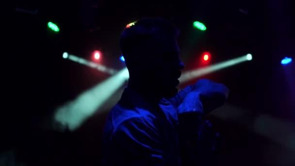 Видео парень в ночном клубе клубы москвы мио