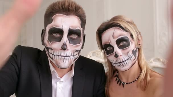 Videos De Maquillaje De Halloween.Pareja Escalofriante Maquillaje De Halloween De Miedo Hace Autorretratos En Un Estudio