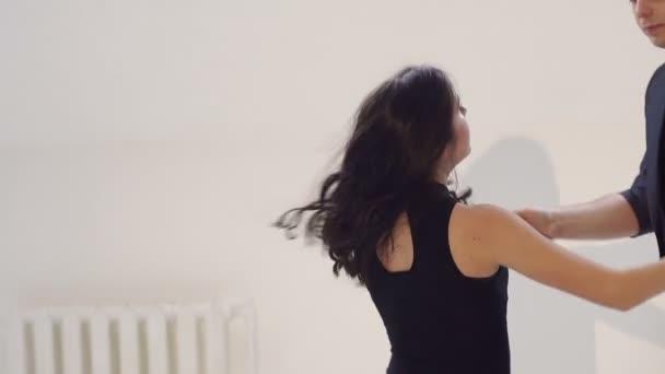 Скачать танец бачата (bachata) смотреть онлайн.